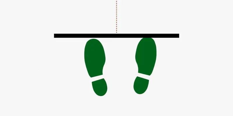 Position de flechette avec les deux pieds face a la cible